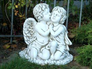 Фигуры людей и ангелов